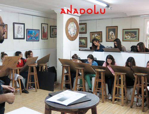 Antalyadaki Anadolu Resim Kursları Atölyeden Çalışan Öğrencileri Videoları
