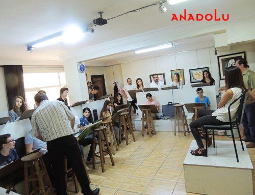 Antalyadaki Anadolu Resim Kursları Atölyeden Çalışan Öğrencileri Videosu