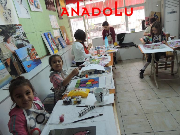 Çocuklar Resim Atölyesinde Antalyada