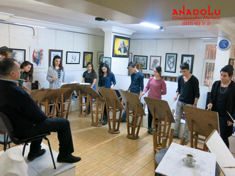 Antalyada Anadolu Güzel Sanatlarda Modelden Desen Etütleri