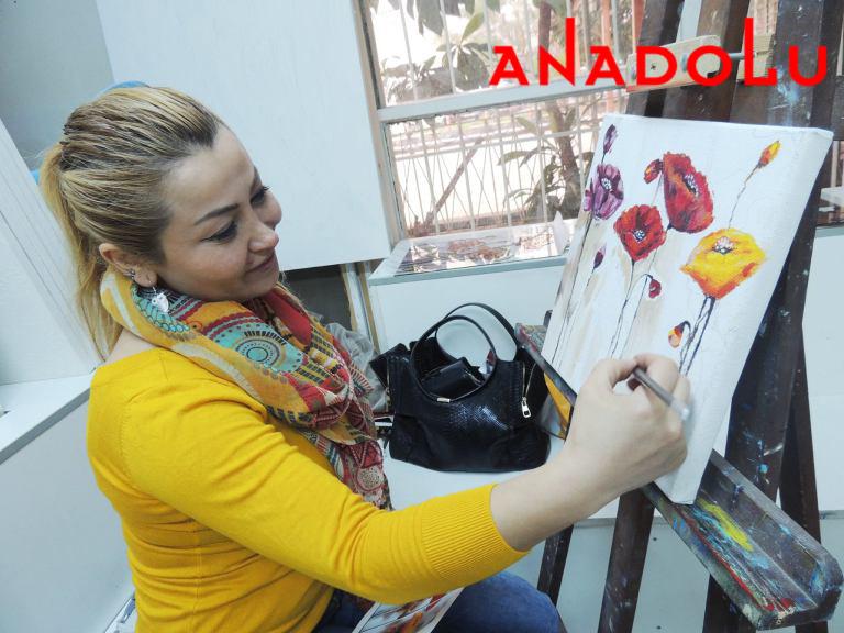 Yağlı boya Çiçekler Yapan Kadın Antalyada
