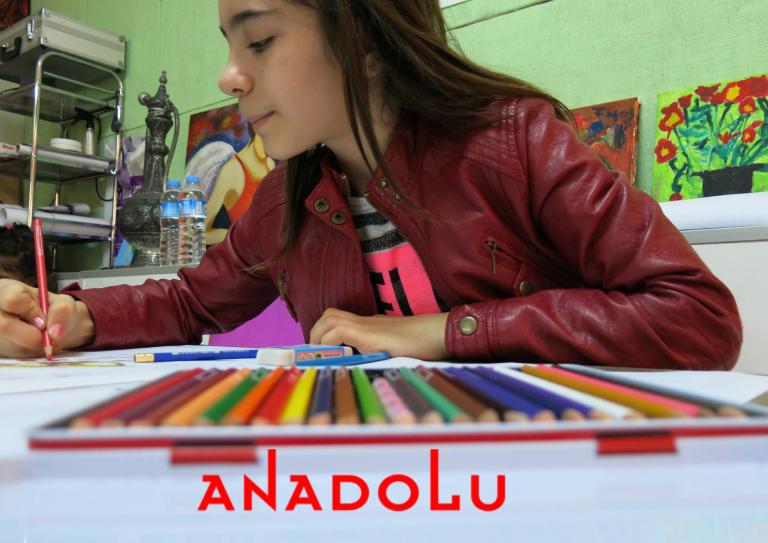 Kuru Boya Çalışması Yapan Öğrenci Görseli Antalyada