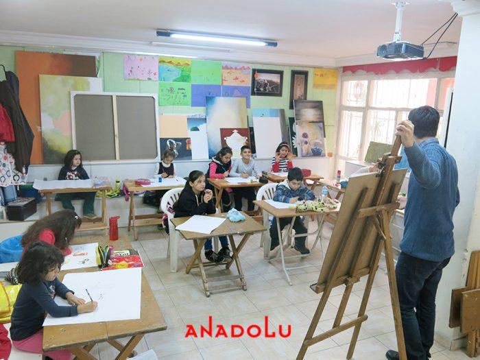 Çocuklarla Karakalem Eğitimleri Devam Etmekte Antalyada
