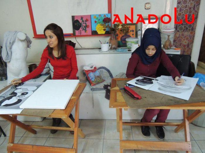 Hobi Dersi Karakalem Çalışması Antalyada