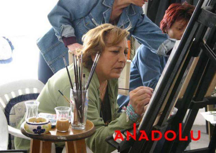 Zeliha Hanım Resim Çalışırken Antalyada